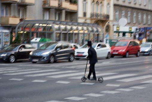scooter-kickbike-street-kid-hat-vienna-blur